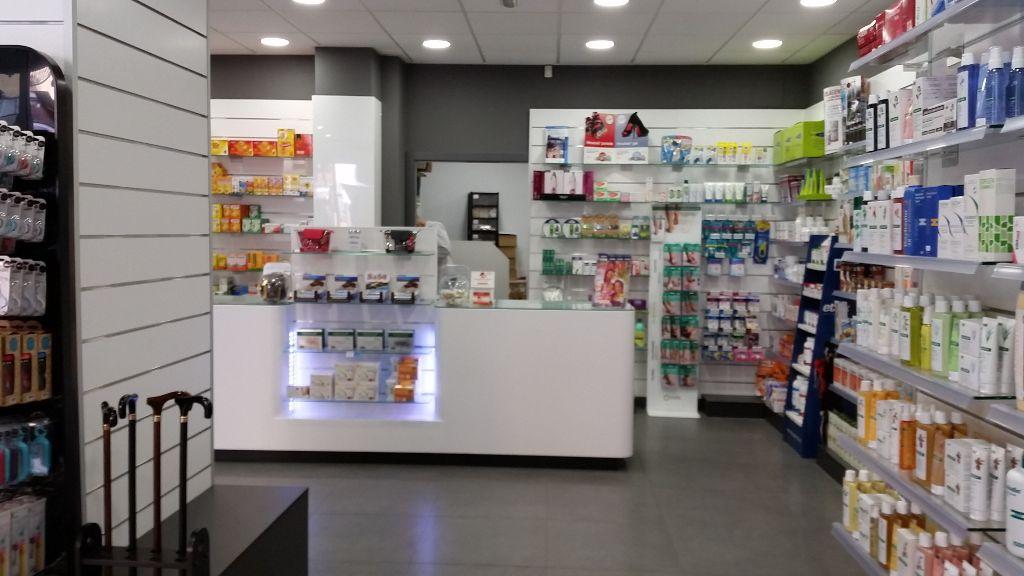 Reforma de local comercial a Lleida per a farmàcia